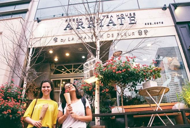 Entrance to Arriate flower cafe in gangnam